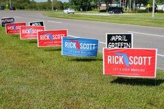 Голубой и красный знак голосования избрания голосуя для Рик Скотта для губернатора Флориды Стоковая Фотография RF
