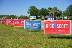 Голубой и красный знак голосования избрания голосуя для Рик Скотта для губернатора Флориды Стоковые Изображения RF