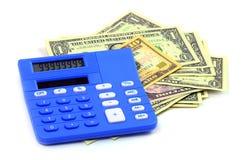Голубой калькулятор на деньгах долларов Стоковое фото RF