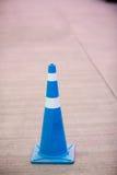 Голубой конус движения на улице стоковая фотография