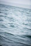Голубой крупный план морской воды океана стоковая фотография rf