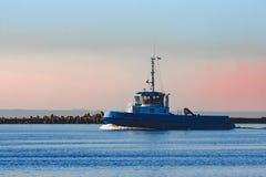 Голубой малый корабль гужа Стоковое Изображение RF