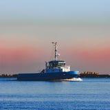 Голубой малый корабль гужа Стоковые Изображения RF