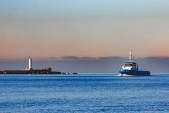 Голубой малый корабль гужа Стоковые Изображения