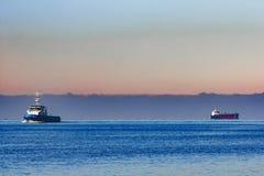 Голубой малый корабль гужа Стоковая Фотография