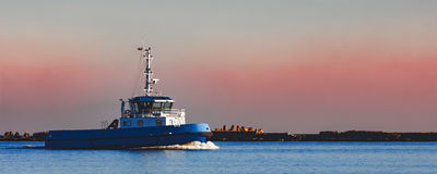 Голубой малый корабль гужа Стоковое Фото