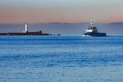 Голубой малый корабль гужа Стоковая Фотография RF