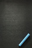 Голубой мел на древесине стоковое фото