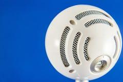 Голубой микрофон конденсатора Podcast снежного кома стоковые изображения rf