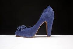 голубой накрененный высокий ботинок стоковая фотография