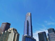 Голубой небоскреб напротив голубого неба стоковая фотография rf