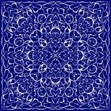 Голубой пестрый платок с белой картиной Стоковые Фото