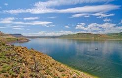 Голубой резервуар мезы в рекреационной зоне Curecanti национальной в южном Колорадо Стоковая Фотография RF