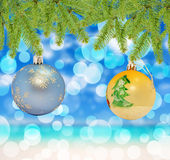 Голубой рождества декоративный и желтый шарик на предпосылке bokeh Стоковое Изображение