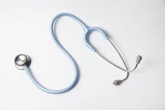 Голубой стетоскоп на белой предпосылке Стоковые Изображения