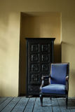 голубой стул старый стоковое фото rf