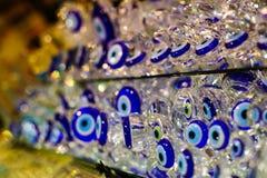 Голубой сувенир дурного глаза проданный в Стамбуле Стоковое Фото
