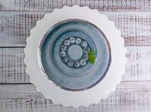 Голубой торт мусса велюра шоколада с голубиками Стоковые Изображения RF