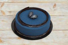 Голубой торт мусса на деревянной предпосылке Стоковое фото RF