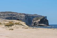 Голубой шатер на скалистом seashore Стоковое Фото