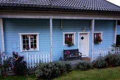 Голубой швейцарский коттедж стоковая фотография rf