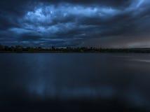 Голубой шторм над озером Стоковая Фотография RF