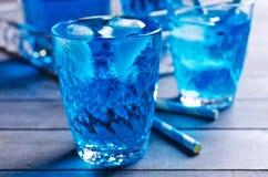 голубой льдед питья Стоковые Изображения