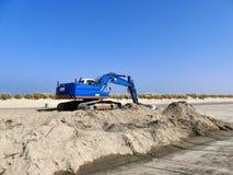 Голубой экскаватор на куче песка Стоковое фото RF