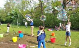 голубой tonality структуры мыла пузырей Стоковое фото RF
