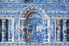Голубые белые картины на изразцовой печи Стоковые Фото