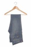 Голубые джинсы на вешалке. Стоковое фото RF