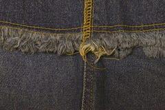 Голубые джинсы шьют текстуру крупного плана стоковые изображения rf