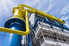 Голубые и желтые большие трубопроводы Стоковое Фото