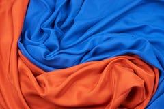 Голубые и красные оранжевые silk ткани стоковое изображение rf