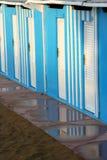 Голубые кабины в bathouse в Pesaro, Марше, Италии Стоковая Фотография