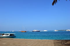 Голубые небеса и голубое море Стоковые Фото