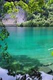 Голубые озера на горах в родинке Jiuzhaigou Valley Стоковая Фотография