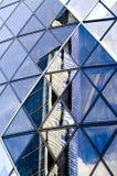 Голубые отражения здания, Лондон стоковое фото