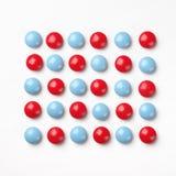 голубые пилюльки красные Стоковая Фотография