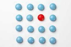 голубые пилюльки красные Стоковое фото RF