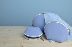 Голубые портмона и шарф Стоковые Фотографии RF