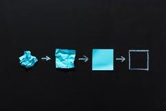 Голубые пустые примечания в различных положениях изолированных на черноте Стоковое Изображение