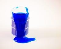 Голубые расслоины шлама из бочонка Стоковое фото RF