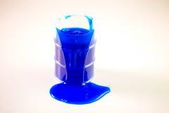 Голубые расслоины шлама из бочонка Стоковое Изображение