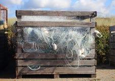 Голубые рыболовные сети индустрии в старом деревянном ящике для хранения Стоковые Фотографии RF