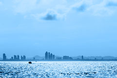голубые тени моря города Стоковые Изображения RF