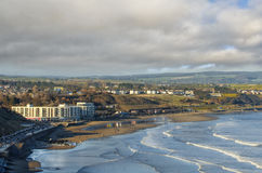 голубые тени моря города стоковые фотографии rf