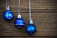 Голубые шарики рождества с серебряным украшением Стоковая Фотография