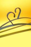 2 голубых вешалки на желтой предпосылке Стоковые Фото