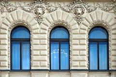 3 голубых окна в старом здании в Санкт-Петербурге Стоковое Фото
